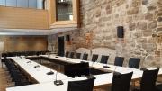 Der Ratssaal mit Konferenzanlage